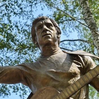 В Удмуртии воздвигли памятник Высоцкому