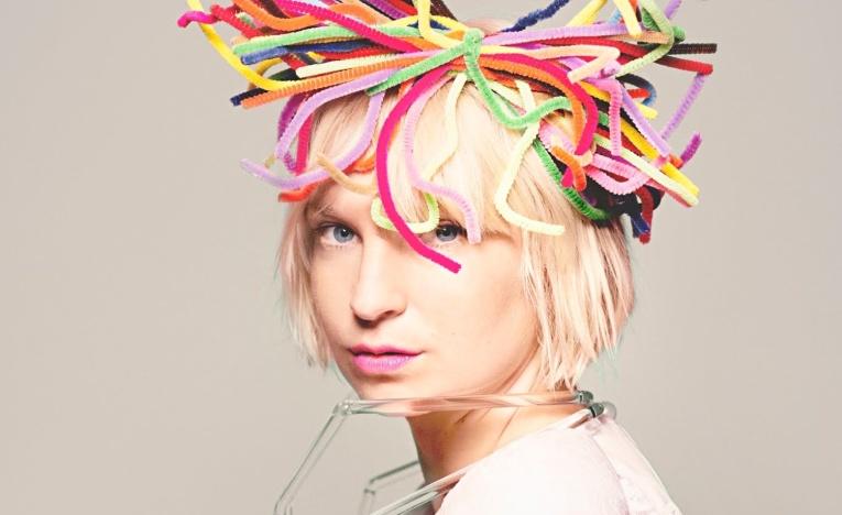 Sia выпустила клип о борьбе со СПИДом