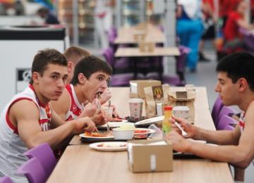 Российских спортсменов захотели накормить по-особенному