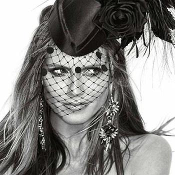 Хайди Клум снялась в откровенном образе для обложки