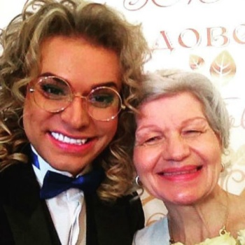 Гоген Солнцев с пожилой женой отправились в свадебное путешествие