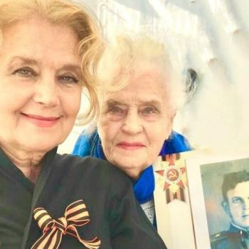 Ксения Алферова поделилась трогательным снимком мамы и бабушки