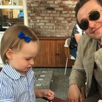 Дочь Сергея Безрукова появилась в клипе его группы