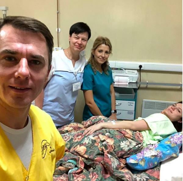 Игорь Петренко показал фото с женой из роддома